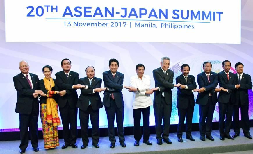 去年日本東盟峰會合照